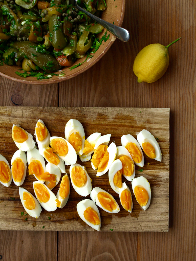 Boiled eggs and grilled green capsicum salad